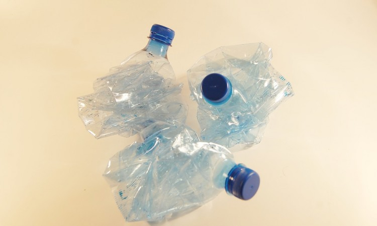plastic-bottles-621359_960_720