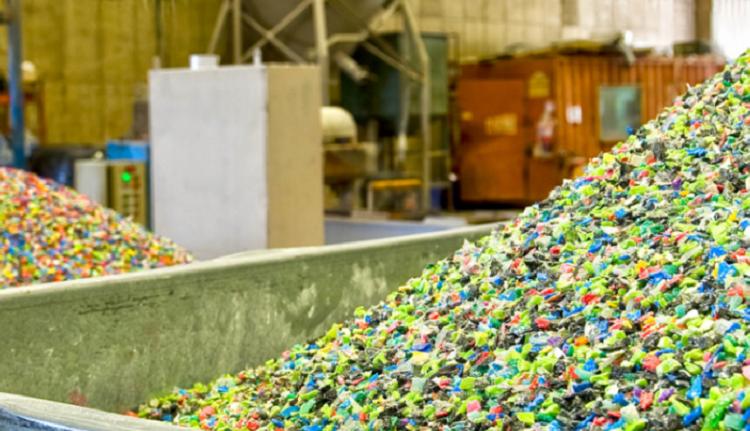 Recycled-plastics-flakes